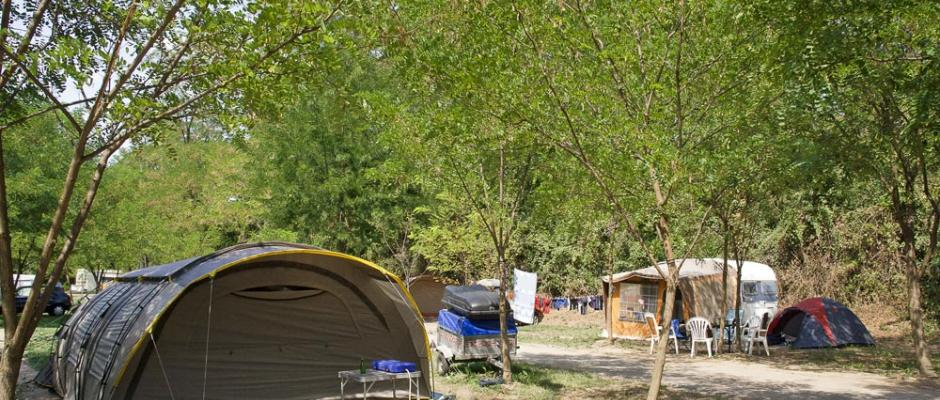 http://www.camping-des-ponts.fr/sites/default/files/styles/nivo-pascal/public/slideshow/images/_MG_8910.jpg
